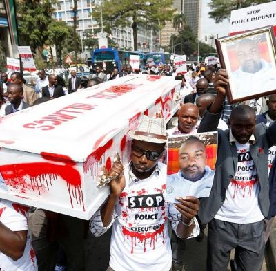 Angry Kenyan protesters burn down crime scene of police murders
